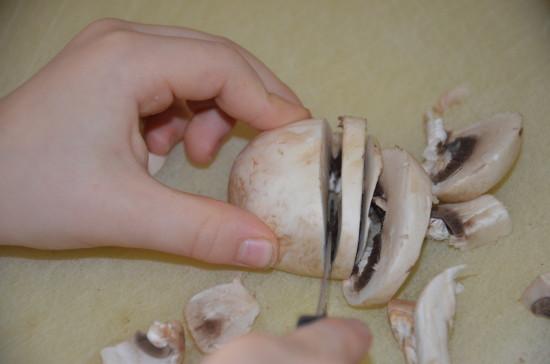 Champignons-schneiden